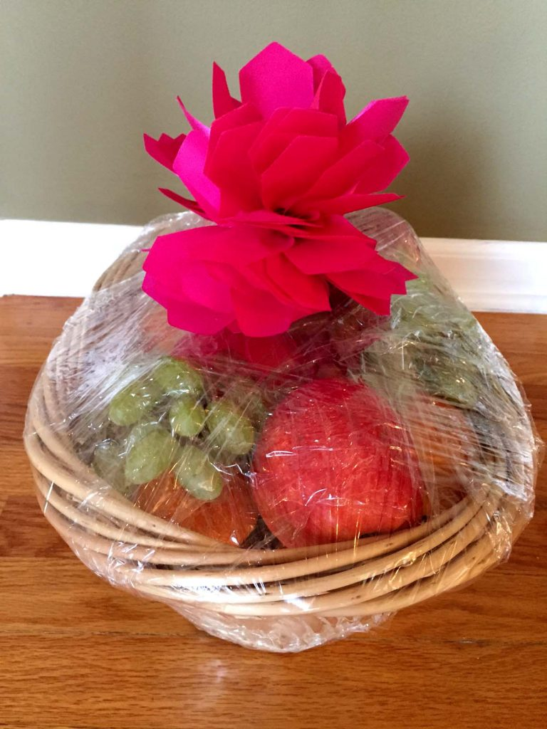 How to make your own fruit basket gift