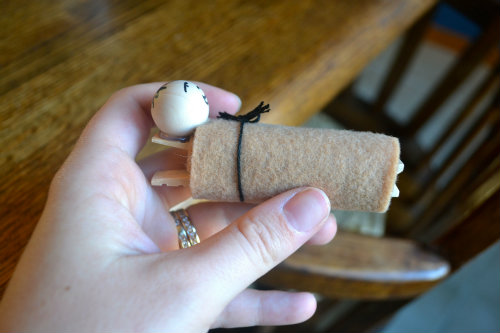 Baby Jesus Craft (step 5) | The Happy Housewife