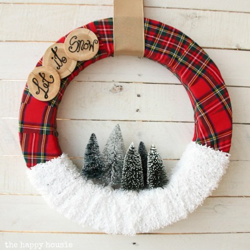 square-let-it-snow-christmas-wreath-inspired-by-the-make-it-fun-floracraft-christmas-projects-book-tutorial-at-the-happy-housie-8