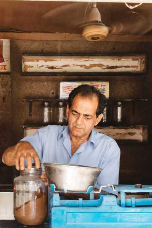 Gewürzverkäufer in Indien