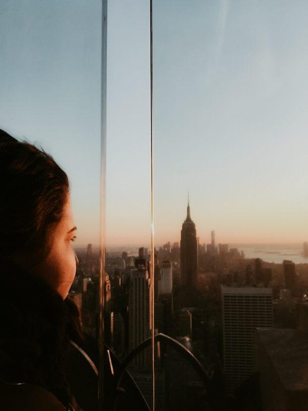 Porträt vor Sonnenuntergang über New York