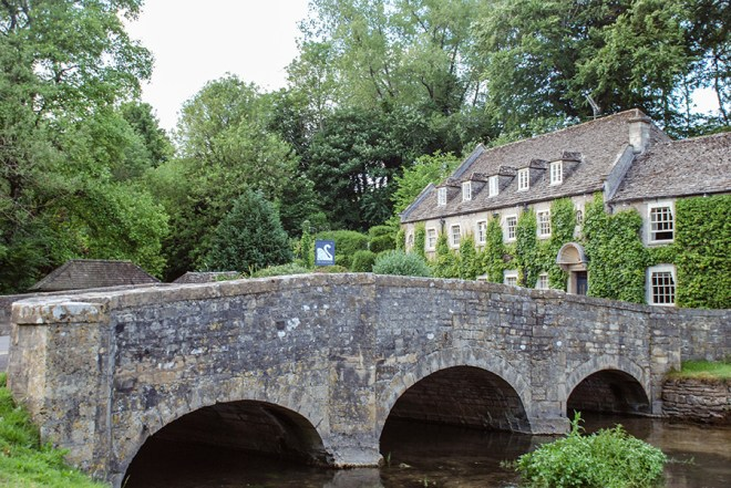 Cotswolds - Bibury - The Swan - Stone Bridge