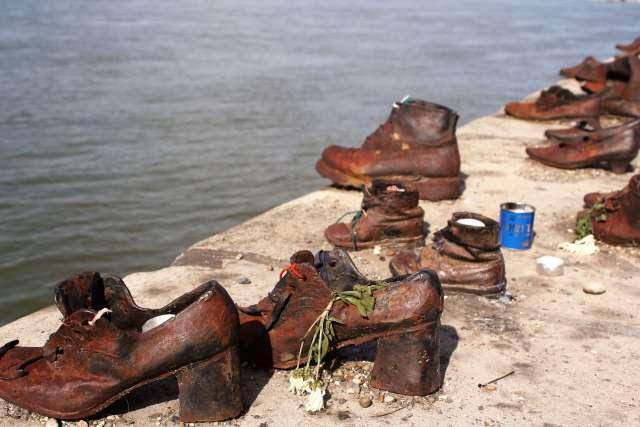 jewish shoe memorial budapest
