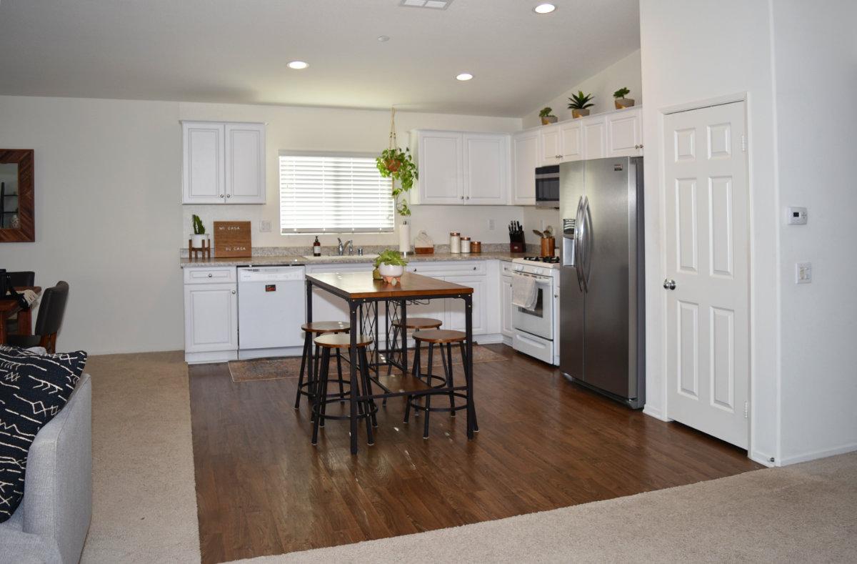 7352 Fernwood Ct Riverside 92507 Kitchen