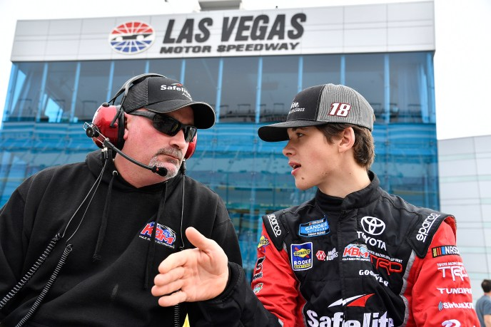 #18: Harrison Burton, Kyle Busch Motorsports, Toyota Tundra Safelite AutoGlass Mike Hillman Jr.