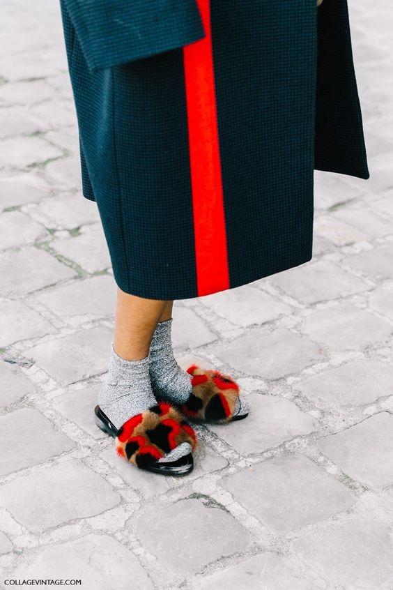 HAUTEMOMMIE-SHOWS-SOCKS-MULES-STREET-STYLE-FASHION-WEEK-