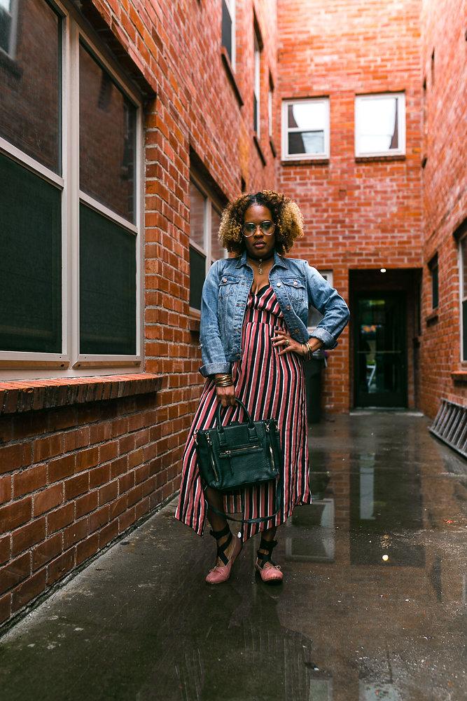 Hautemommie wears Zara striped dress.