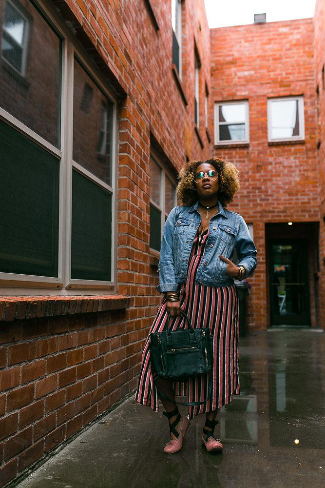 Hautemommie wearing: Zara dress, Abercrombie denim jacket, Mango purse