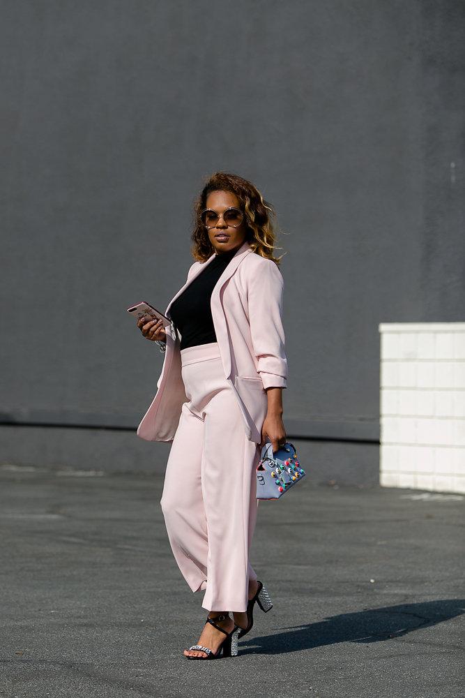 Hautemommie in milennial pink