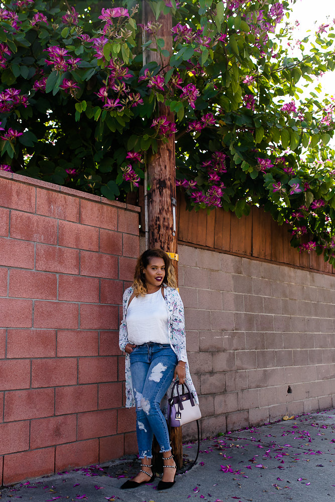 Hautemommie under the shade of blossoming flowers in Zara floral duster