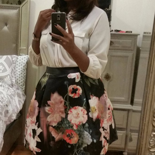 Floral skirt and white blouse worn by Taylor Justin