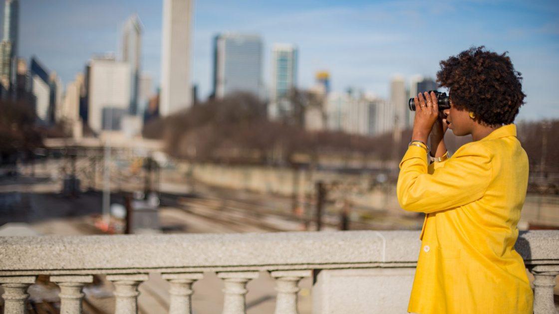 girl-chicago-skyline-taylorjustin-thehauteseeker