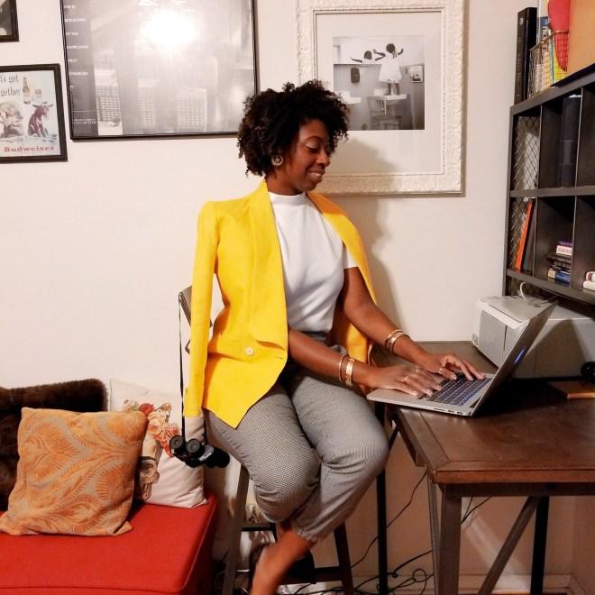 girl_sitting_desk_yellow_blazer_taylor-justin5516987618834367246..jpg