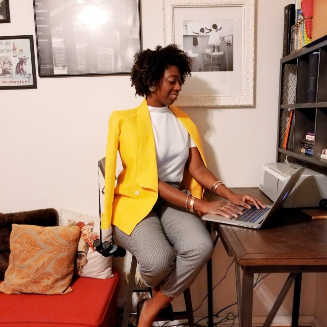 girl_sitting_desk_yellow_blazer_taylor-justin5516987618834367246..jpg