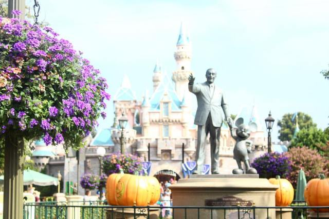 Free Desktop Wallpaper: Disneyland Halloween Time Castle