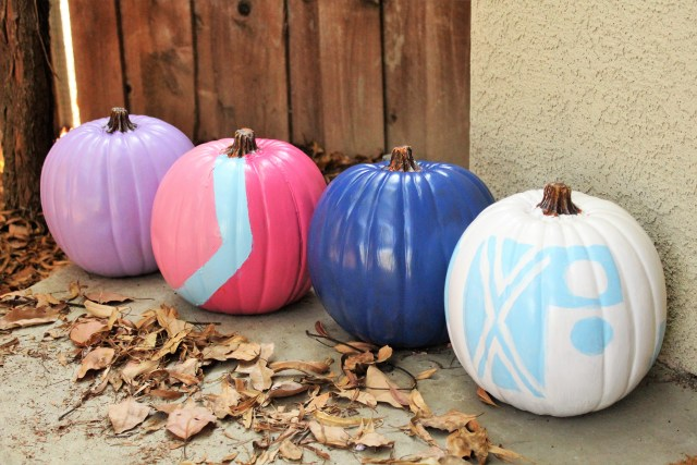 Disney no carve pumpkin idea! Pumpkins painted like the Disney Parks walls! Disney Halloween idea, Disney No Carve Pumpkin