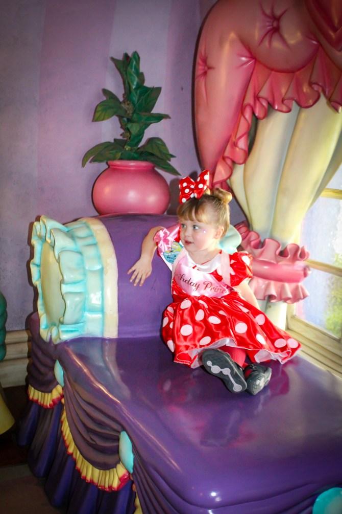 Pomysły i wskazówki dotyczące świętowania urodzin w Disneyland Resort