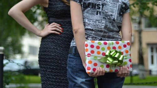 Thoughtful Gifts to Make An Effective Impression at Farewell Party