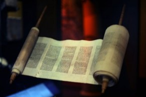 http://commons.wikimedia.org/wiki/File:WLA_jewishmuseum_Greek_Torah_Scroll_from_Ionnina.jpg
