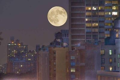 http://commons.wikimedia.org/wiki/File:Jul_9,_2009_-_Full_moon_over_96th_St.jpg