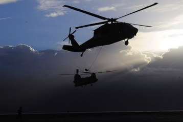 http://commons.wikimedia.org/wiki/File:A_U.S._Army_UH-60_Black_Hawk_helicopter_and_a_CH-47F_Chinook_helicopter,_both_with_Bravo_Company,_3rd_Battalion,_25th_Aviation_Regiment,_25th_Combat_Aviation_Brigade,_prepare_to_conduct_rappel_operations_with_130618-A-UG106-454.jpg