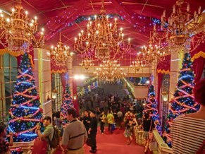 http://commons.wikimedia.org/wiki/File:HK_TST_night_Harbour_City_front_entrance_stairs_interior_Christmas_trees_Nov-2013.JPG