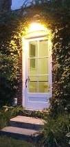 https://commons.wikimedia.org/wiki/File:Ivy_Door_Hawthorn_Hall.jpg