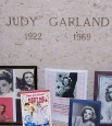 https://commons.wikimedia.org/wiki/Judy_Garland#/media/File:Judysgrave.jpg