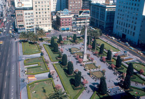 https://commons.wikimedia.org/wiki/File:San_Francisco_-_Union_Square_from_St._Francis_Hotel.jpg
