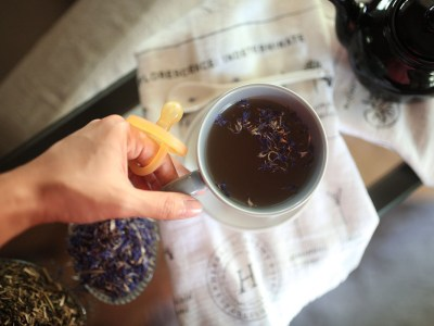 6 DIY Recipes For Gentle Herbal Support for New Moms | Herbal Academy | Whether you are welcoming your first baby or fourth, every mom deserves the best care and love. Here are recipes for gentle herbal support for new moms!