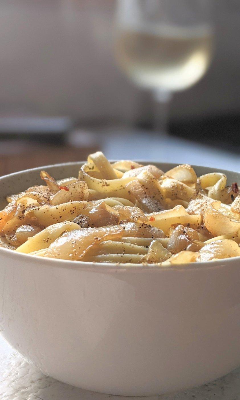 white wine onion alfredo sauce creamy vegan gluten free no cheese alfredo with onions creamy caramelized onion pasta sauce with gluten free noodles for dinner easy italian recipes with onions