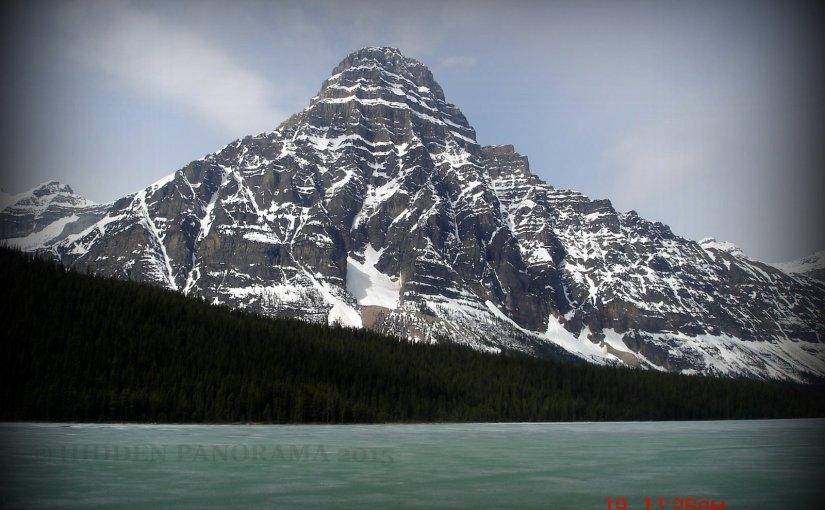 Natural Wonders : Mount Chepren and Waterfowl Lake