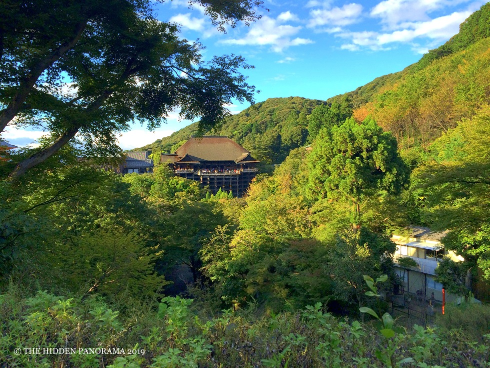 Kyoto Walks : From Chion-In Temple to Yasaka Shrine to Kiyomizu-dera Temple to Fushimi Inari Taisha