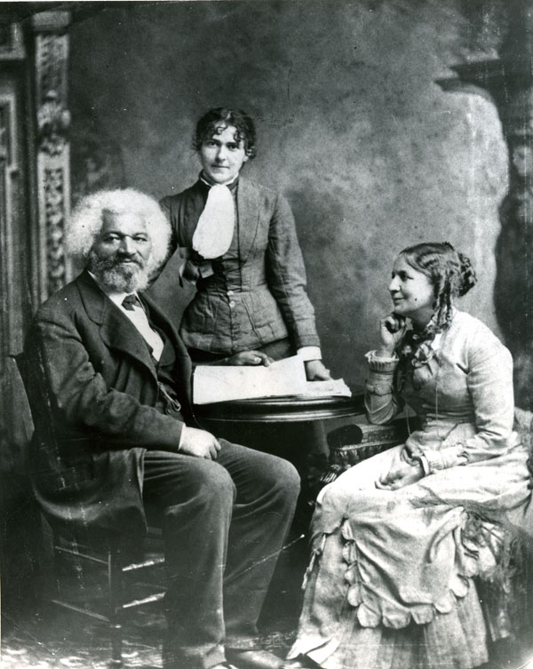 frederick_douglass_with_helen_and_eva_pitts