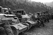 Polish_soldier,_machine_gun,_Polish_brand,_tank,_combat_vehicle_Fortepan_78270