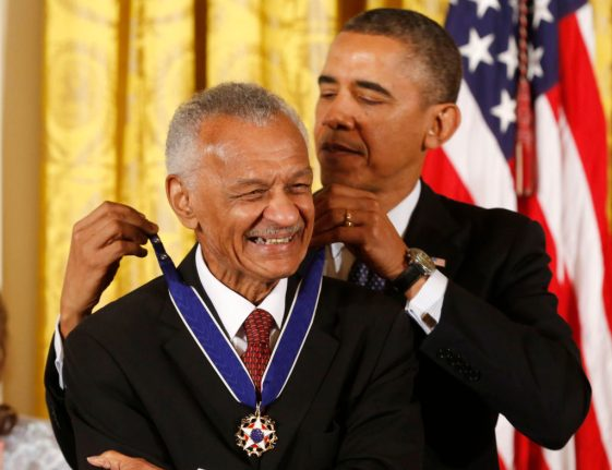 "U.S. President Barack Obama presents the Presidential Medal of Freedom to civil rights leader Cordy Tindell ""C.T."" Vivian at a ceremony in the East Room of the White House in Washington, November 20, 2013. REUTERS/Larry Downing (UNITED STATES - Tags: POLITICS ENTERTAINMENT)"