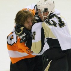 Sidney Crosby Claude Giroux fighting
