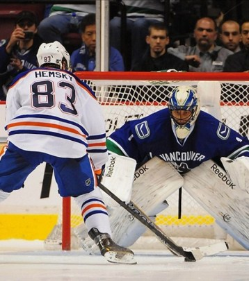 Hemsky Beats Luongo (Anne-Marie Sorvin-USA TODAY Sports)
