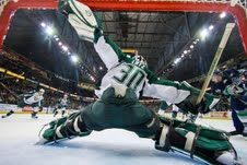 Lotz considers himself a good reaction goaltender (Christopher Mast, Everett Silvertips)
