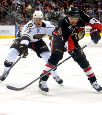 Hershey Bears Ryan Stoa and Binghamton Senators Cody Ceci. (Annie Erling Gofus/The Hockey Writers)