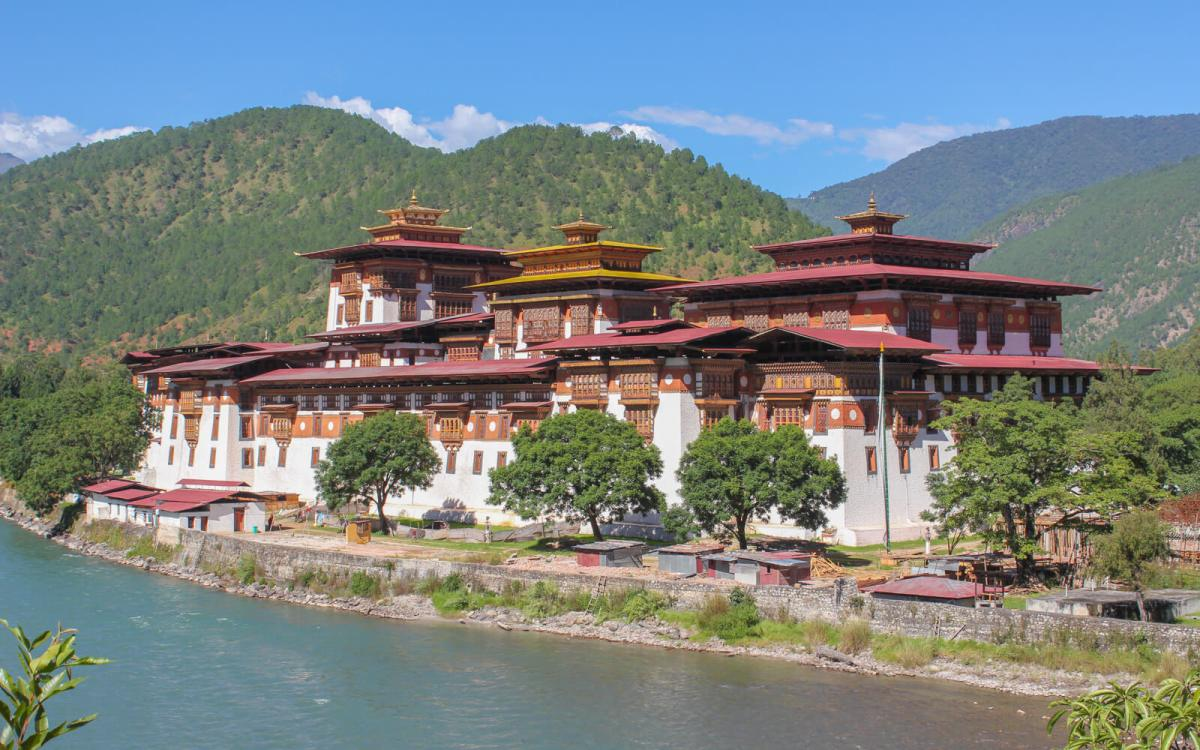 One of the things you do not know about Bhutan is that Punakha Dzong, built in 1638, is the second oldest and second largest dzong in the country