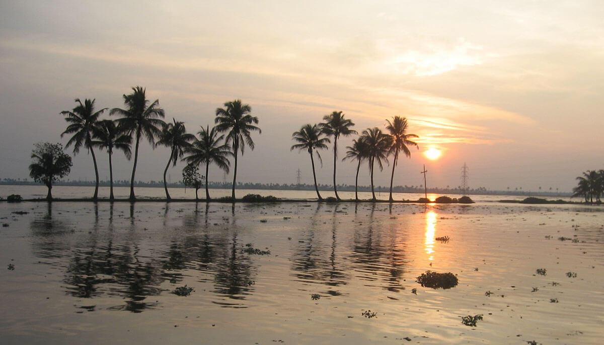At the end of the day, this is the sunset you have to look forward to in Kerala