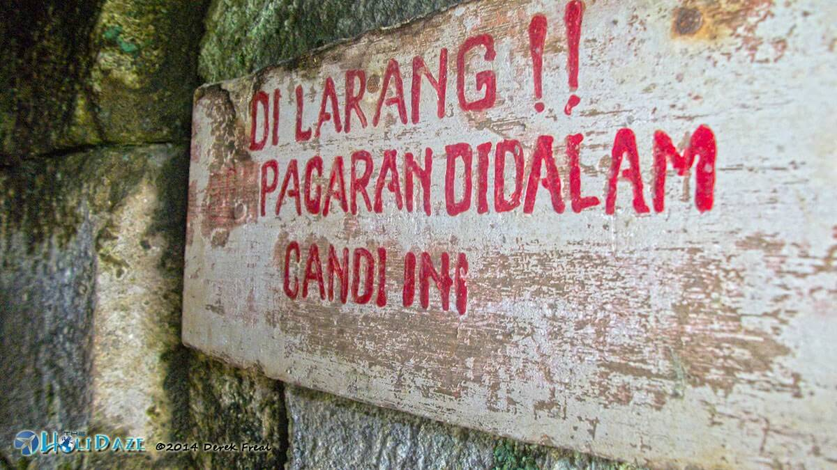 Hilarious Signs Around The World: Candi Selogriyo outside Magelang, Indonesia