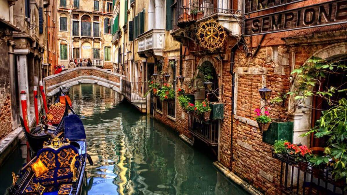 Alley in Venice, Italy
