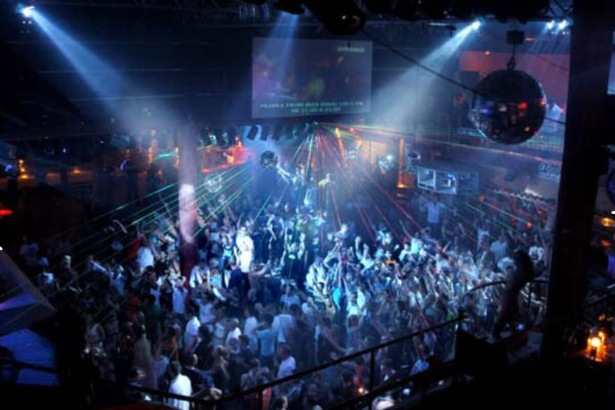 All night clubs are common in neighborhoods with active nightlife, like Shibuya in Tokyo