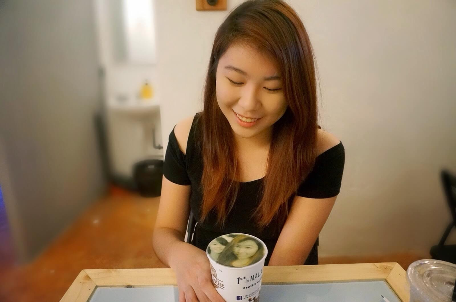 Selfie Coffee prints a photo of you on the foam of your coffee. Just one of many the offbeat things to do in Singapore
