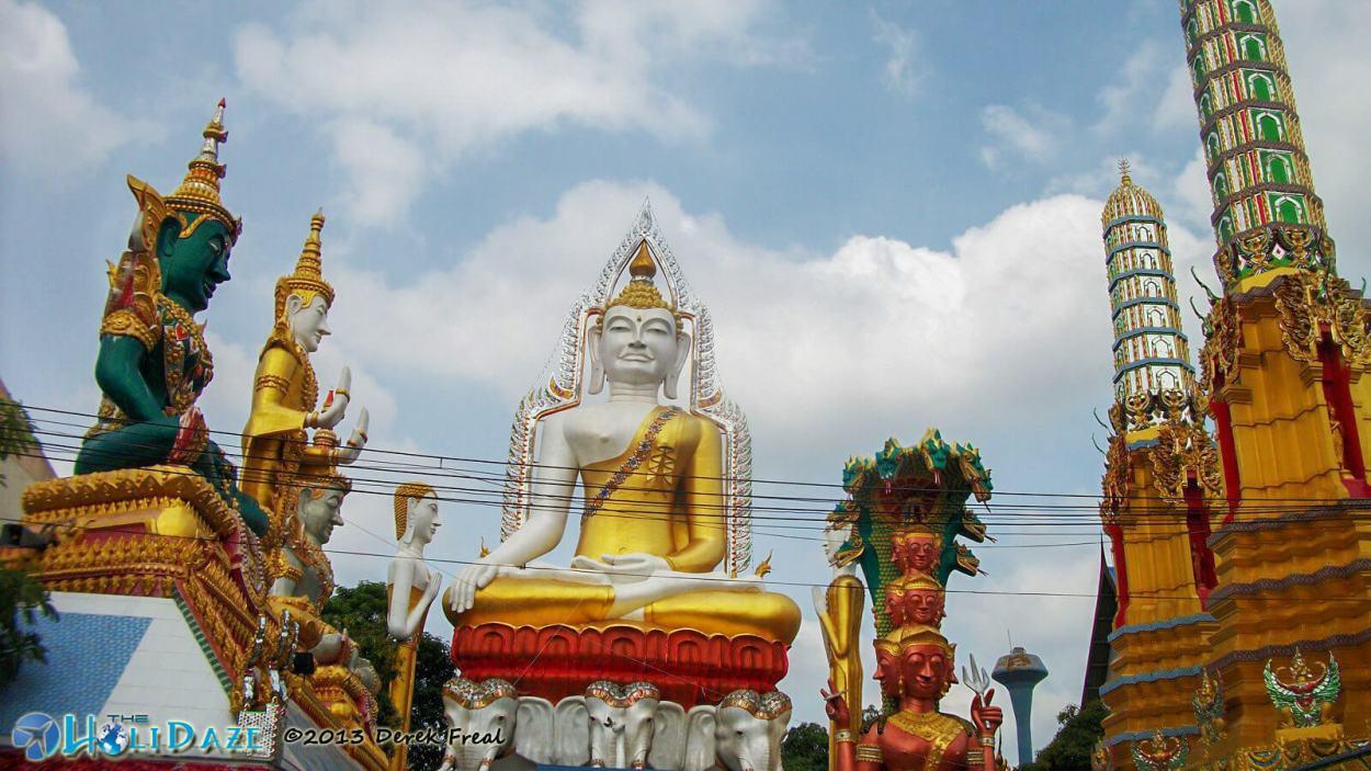 Buddhist temple and giant Buddha statue at Wat Khun Chan in Bangkok, Thailand