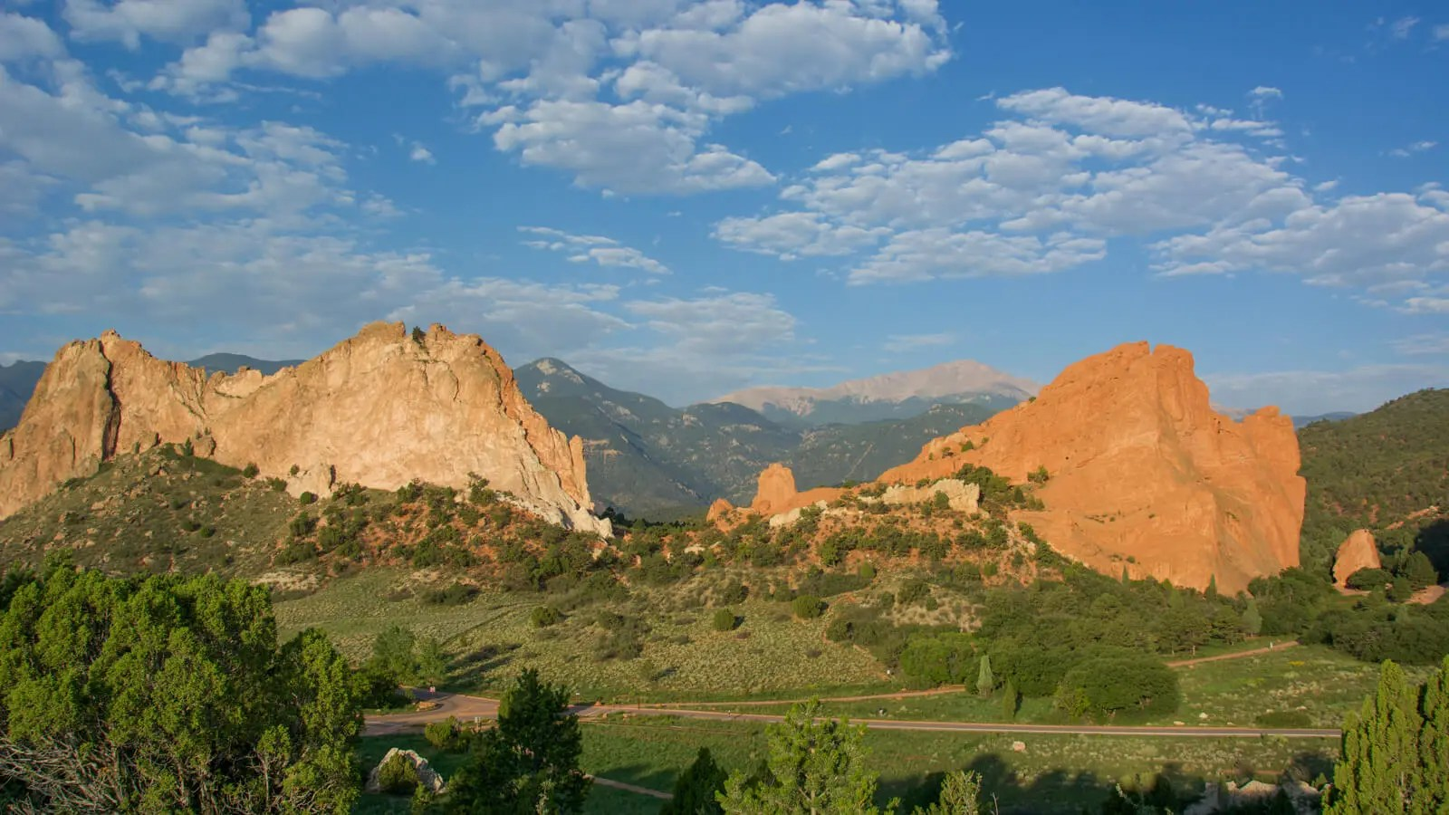 Garden Of The Gods with Pikes Peak in the background, Colorado Springs, Colorado, USA