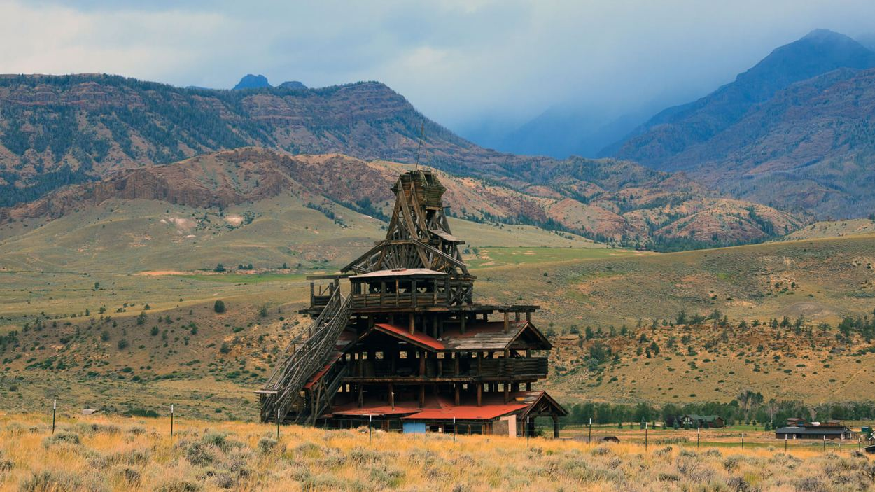 The #1 offbeat Jackson destination is Smith Mansion, the unique and off the beaten path abandoned mansion of Yellowstone National Park in Wyoming