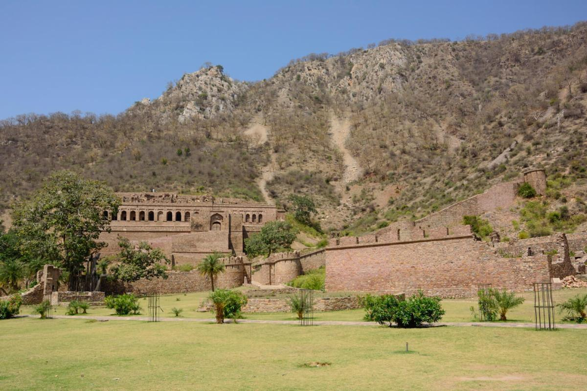 The haunted Bhangarh Fort in Rajasthan, India